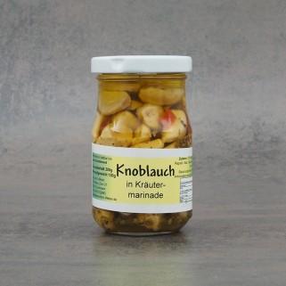 Knoblauchzehen in Kräutermarinade