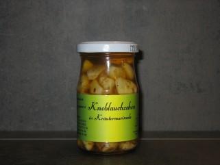 Knoblauch in Kräutermarinade