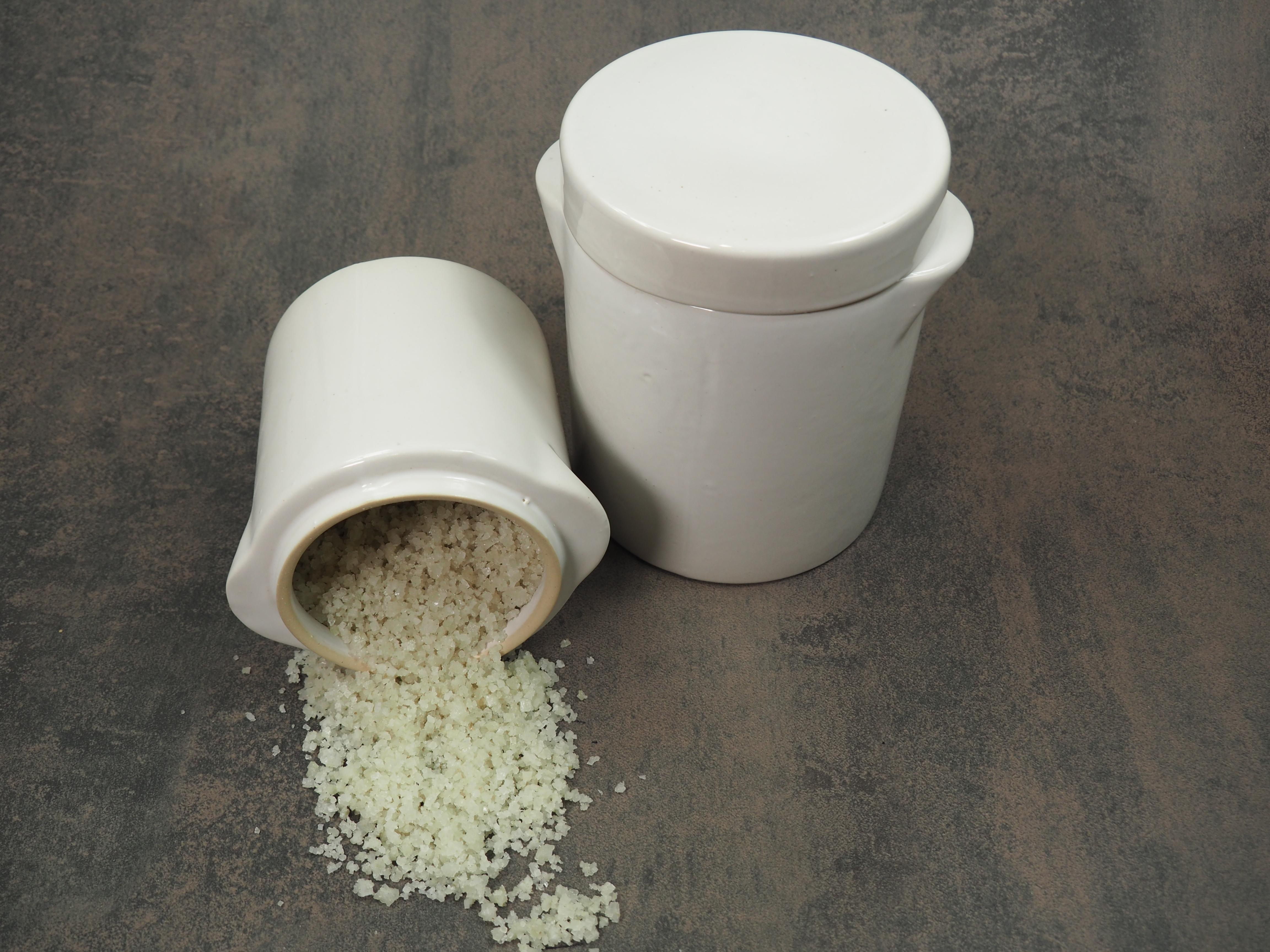 weißer Salztopf